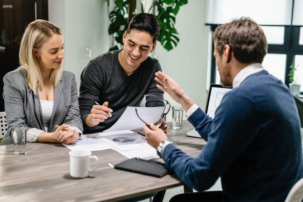 Versicherungsgespräch_Agile Factory Versicherungsbranche